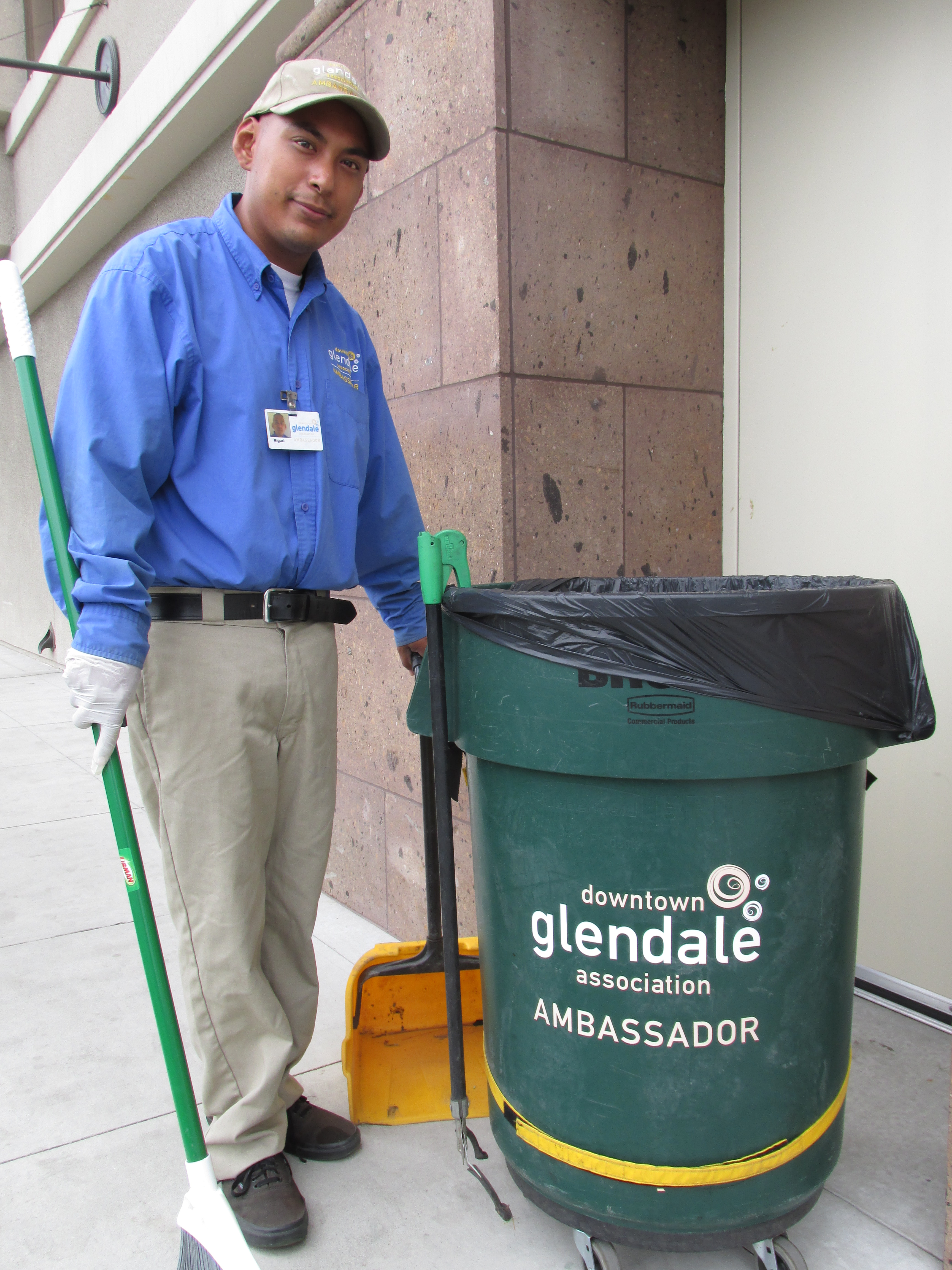 Miguel Reza on the job in Downtown Glendale
